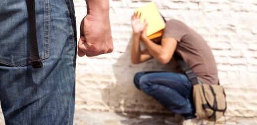 Průzkum: Čtyři z pěti gay kluků zažili šikanu a třetina gayů se pokusila o sebevraždu!