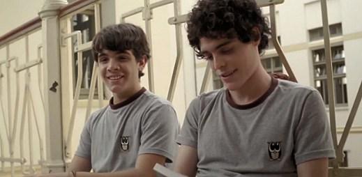 Gay video: Nevidomý Leo se zamiloval do svého spolužáka Gabriela