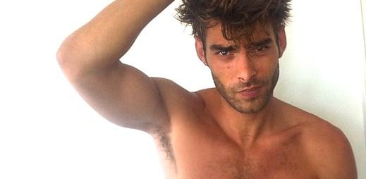 Instagram: 13 sexy fotografií Jona Kortajarena, kterého znáte z plakátů módních značek