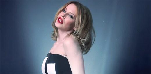 Kylie Minogue podpořila novým klipem Crystallize boj proti rakovině