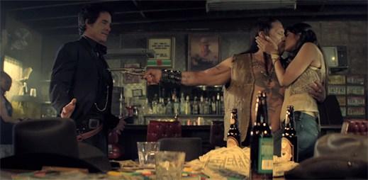 Drsný Danny Trejo zazářil v novém klipu Angel In Blue Jeans od skupiny Train