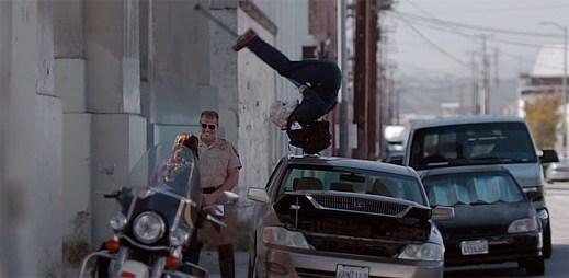 Podívejte se na úžasný klip Won't Look Back britského producenta Duke Dumonta