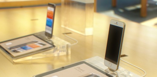 Jaký bude nový iPhone 6? Dva velikáni, safírový displej a sexy vzhled