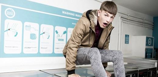 Mladý model Luke Worral odhaluje módní kolekci Bershky