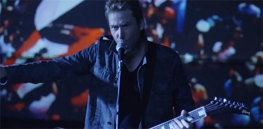 Nová kapela Nickelback natočila klip Edge Of A Revolution, který režíroval jeden z nejlepších režisérů