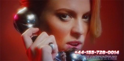 La Roux láká v novém klipu Kiss And Not Tell na lechtivé téma