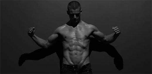 Sexy model Silvester Ruck je tváří nové vůně Dsquared² WILD