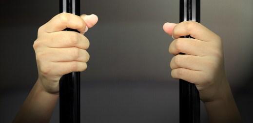 Američan Nick Rhoades byl odsouzen na 25 let za to, že je HIV pozitivní
