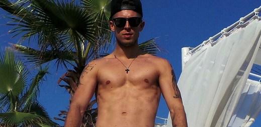 Exkluzivně: Nahý Filip Jankovič se připojil k hladovce za práva gayů!