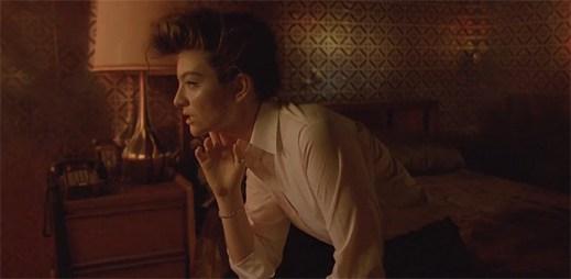 Lorde je v klipu Yellow Flicker Beat jako posedlá