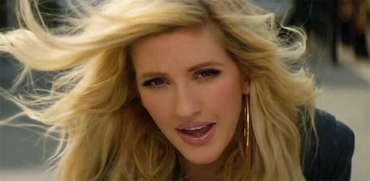 Calvin Harris a Ellie Goulding přemýšlí o své minulosti jako dvě hrdličky v klipu Outside