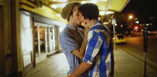 Clean Bandit s Jess Glynne ukazují zamilovanost gay párů v klipu Real Love