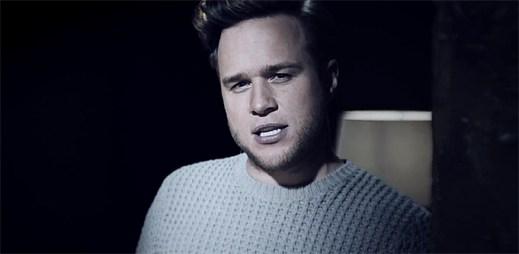 Olly Murs a Demi Lovato se probourávají zdí kvůli své lásce v klipu Up