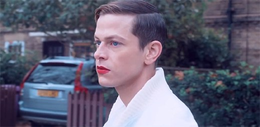 Perfume Genius se brání proti homofobii v klipu Fool