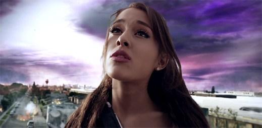 Ariana Grande je svědkem zkázy Země v klipu One Last Time