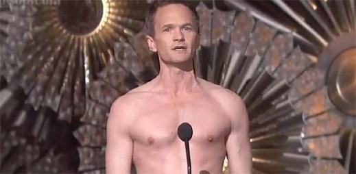 Gay Neil Patrick Harris se na udílení cen Oscar předvedl pouze ve slipech