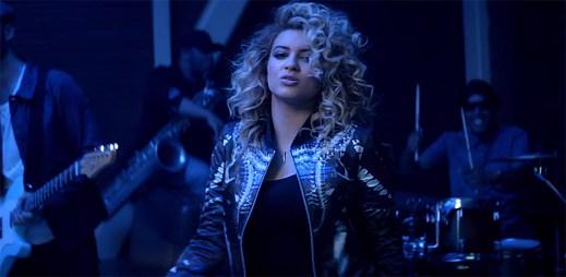 Talentovaná Tori Kelly dostává všechny kolem sebe do rytmu v klipu Nobody Love