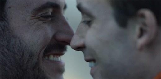 Gay reklama: Každý společný život začíná otázkou