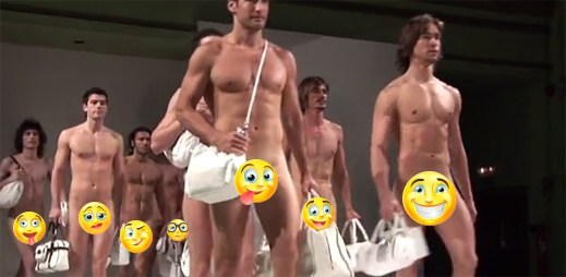 Úplně nazí sexy modelové předvádějí kabelky