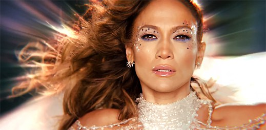 Jennifer Lopez obíhá ve vesmíru planetu zemi v klipu Feel The Light