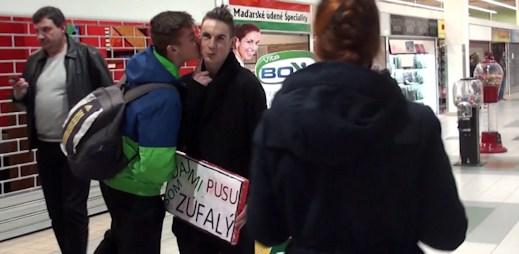 Slovenský youtuber Explo natočil sociální experiment: Dejte mi pusu!