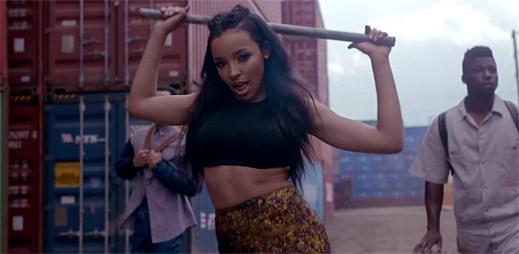 Tinashe v klipu All Hands On Deck se stává šéfkou městského přístavu
