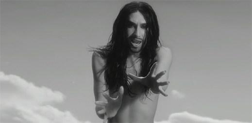 Conchita Wurst odhaluje mnohem víc, než jen svou duši v klipu You Are Unstoppable