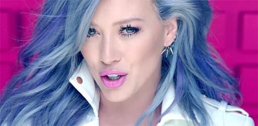 Senzačně vypadající Hilary Duff si kazí klip Sparks přehnanou reklamou na Tinder
