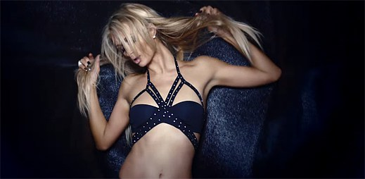 Paris Hilton odhaluje svou zázračnou vrozenou schopnost v klipu High Off My Love