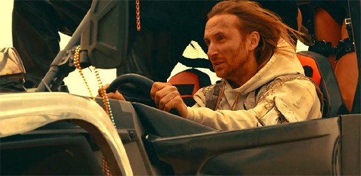 David Guetta v letní taneční hitovce Hey Mama pozoruje holografickou Nicki Minaj