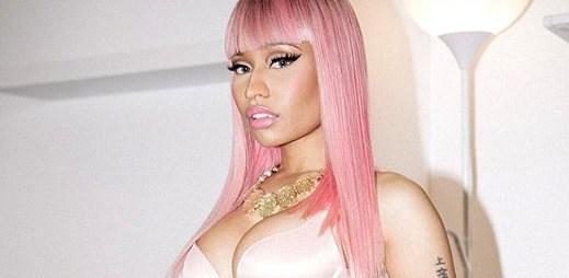 Nicki Minaj vyráží do ulic za růžovějícím měsícem v klipu The Night Is Still Young