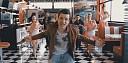 Martin Harich mění styl na rychlá auta v klipu Dance 'n' Roll