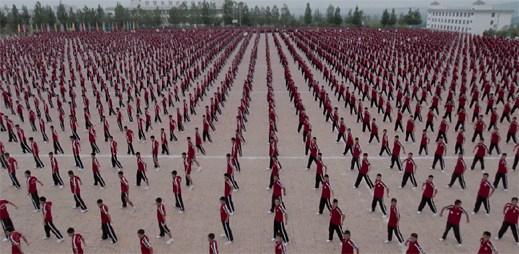 GENER8ION a M.I.A. vydali klip, ve kterém vystupuje 36 tisíc studentů z největší čínské bojové školy