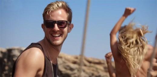 Letní klip Glitterball od dua Sigma vás nabije pozitivní energií