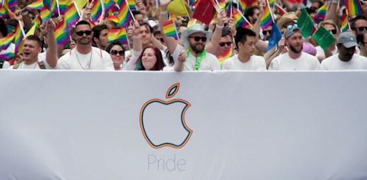 Apple opět podpořil gaye. Vyrazil na Gay pride a natočil toto úžasné video!
