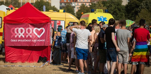 Testování, besedy, průvod a další. Prague Pride 2015 byl pro Českou společnost AIDS pomoc úspěšný
