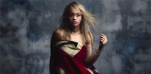 Rita Ora a Chris Brown se do sebe zamilovávají v klipu Body on Me