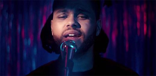 The Weeknd v klipu Can't Feel My Face doslova vzplanul