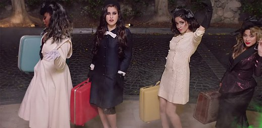 Fifth Harmony v klipu I'm In Love With a Monster přijíždějí do hotelu Transylvanie