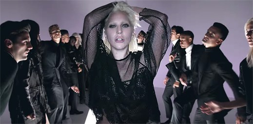 Módní návrhář Tom Ford a Lady Gaga odhalili novou módní kolekci