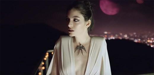 Lorde jako královna temnoty rozbíjí pár v klipu Magnets od elektronického dua Disclosure