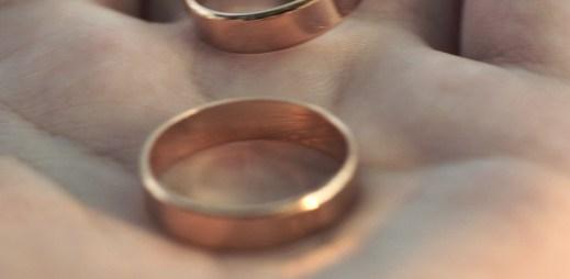První svatba gayů policistů na světě. Vzali se hrdě v uniformě!