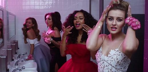Holky ze skupiny Little Mix naletěly hezounovi ze školního plesu v klipu Love Me Like You