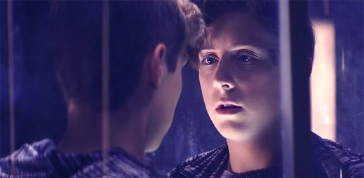17letý Trevor Moran o sobě prozradil, že je gay a hned na to vydal klip I Wanna Fly, ve kterém to dává jasně najevo
