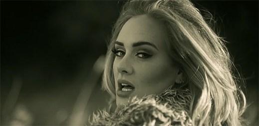 Adele v ohromujícím klipu Hello nostalgicky vzpomíná na svého bývalého přítele