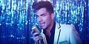 Adam Lambert zachycuje odvrácenou část práce v Las Vegas v klipu Another Lonely Night