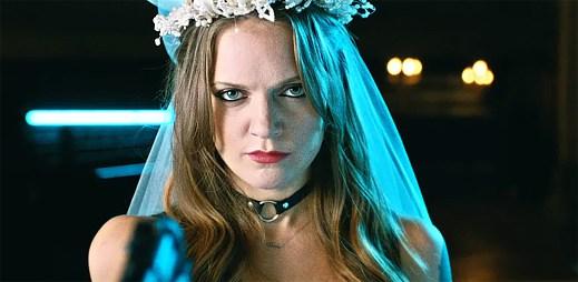 Myšlenky švédské zpěvačky Tove Lo jsou v novém klipu Moments opravdu děsivé