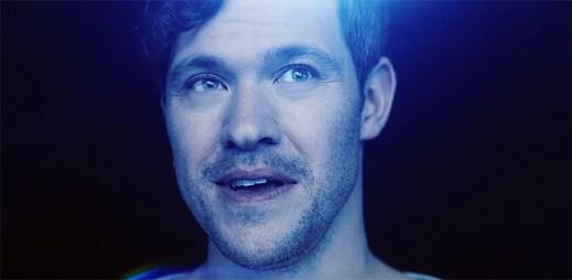 Will Young podporuje kampaň volně žijících zvířat klipem What The World Needs Now Is Love