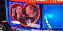 Gay pár na hokejovém zápase zachytila Kiss Cam. Poté se kluci začali líbat za ovací fanoušků