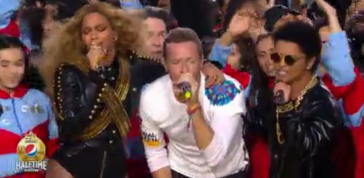 Coldplay, Beyoncé a Bruno Mars na barvy zalitém Super Bowl 2016